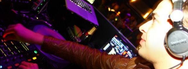 Sundee Entertainment-DJ Sandy beim Auflegen